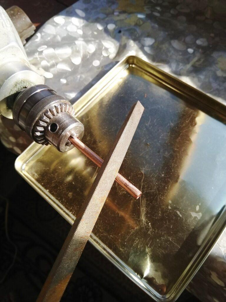 Опиливание трубки надфилем и снятие фасок