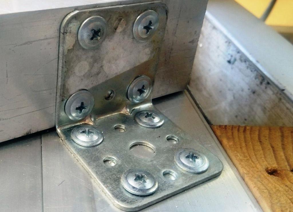 стандартный стальной уголковый перфорированный крепеж
